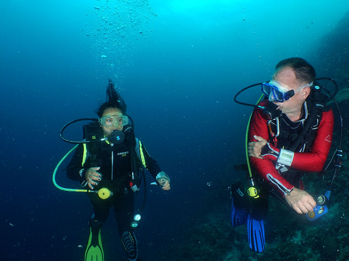 Diving Courses Blue Abyss Dive Shop Moalboal